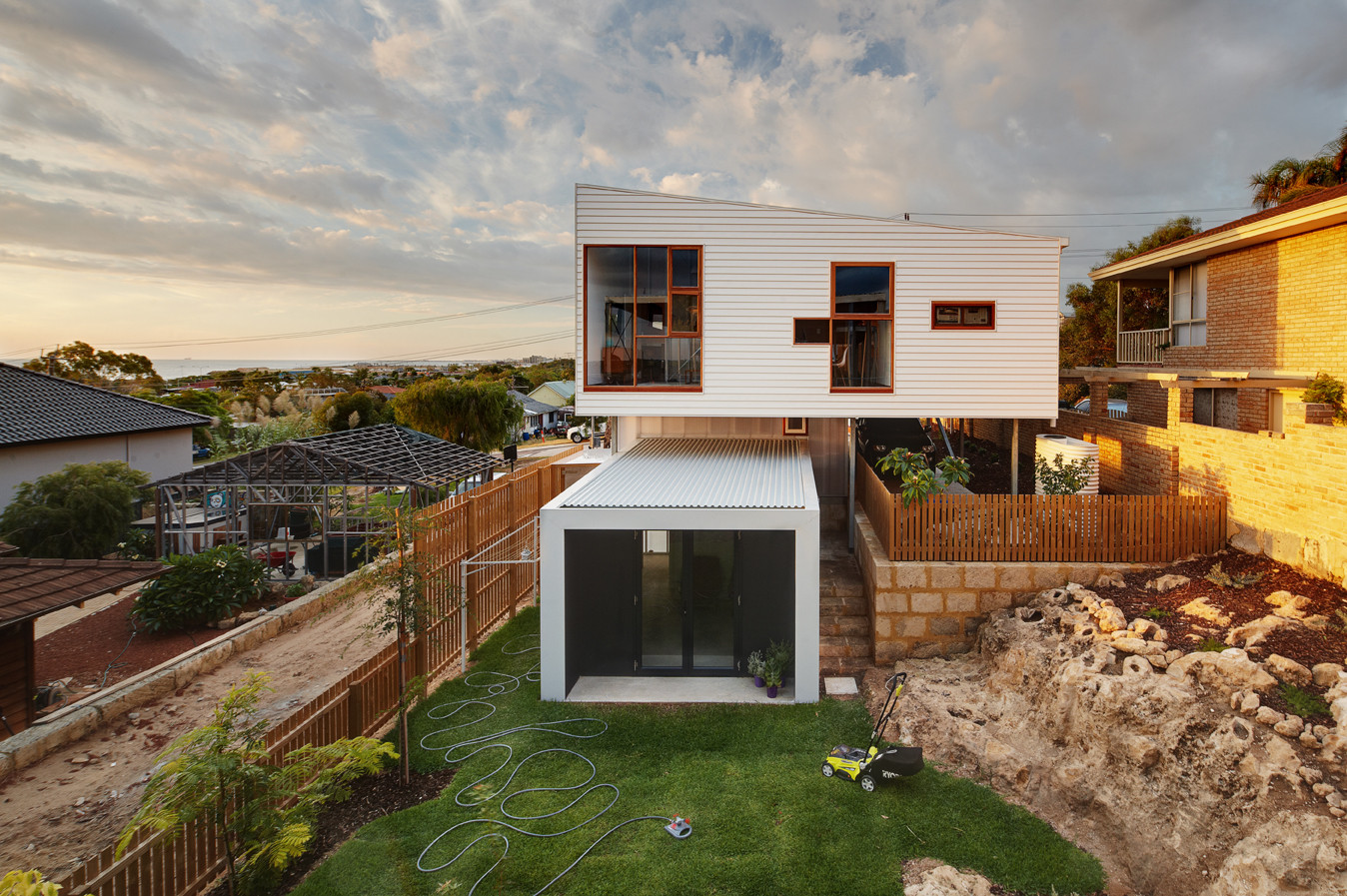 Beach Road house by David Barr and Ross Brewin