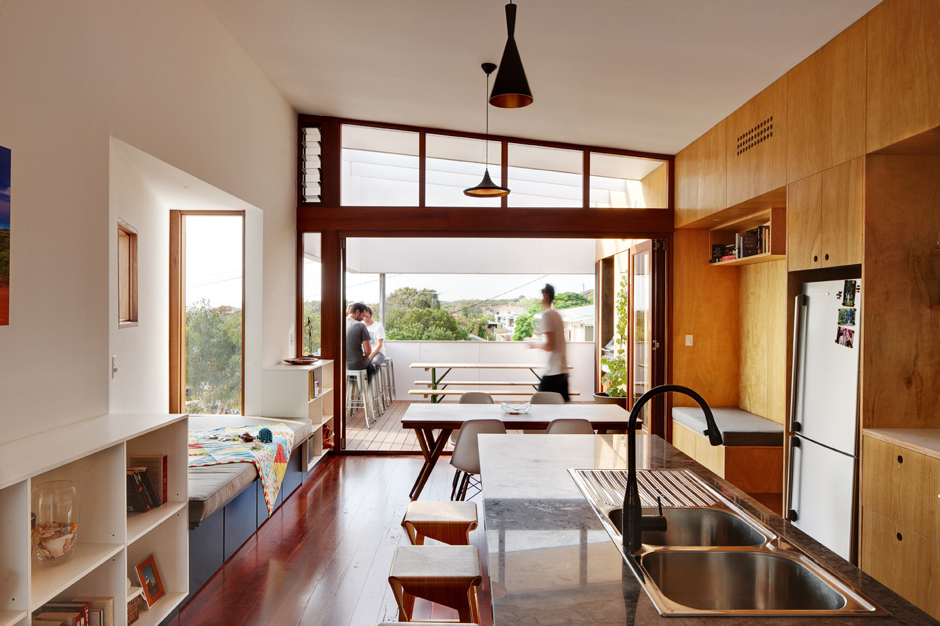 A Suburban Beach House, Architect: David Barr & Ross Brewin