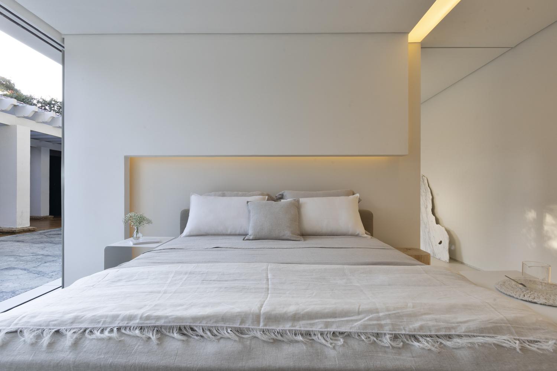beige double bed